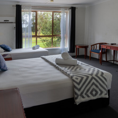 Golf-Place-room-queenroom