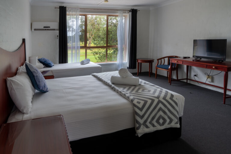 Golf-place-accessible-queen-single-room