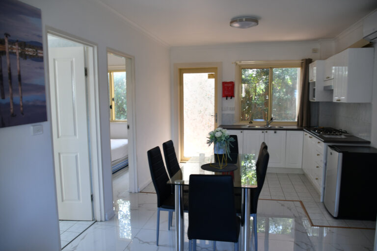 golf-place-2-bedroom-apartment-kitchen